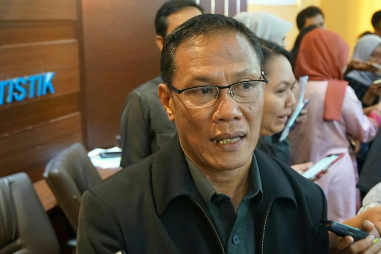 Kepala Badan Pusat Statistik (BPS)  Kecuk Suhariyanto usai konfrensi pers terkait pertumbuhan ekonomi Indonesia pada kuartal III 2017 di Kantor Pusat BPS, Jakarta, Senin (6/11/2017).