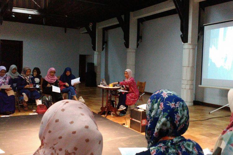 Rona Mentari saat mengisi Kelas Mendongeng Jakarta di Bentara Budaya Jakarta, Kamis (1/11/2018).