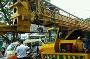 Mobil Crane Mogok Sudah Terarasi, Jalan Arif Rahman Hakim Depok Lancar
