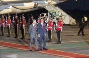 Tiba di Halim, PM Mahathir Dijemput Presiden Jokowi di Depan Pintu Pesawat