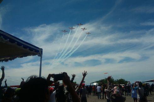 Ribuan Warga Antusias Saksikan Manuver Tim Jupiter di Jogja Air Show