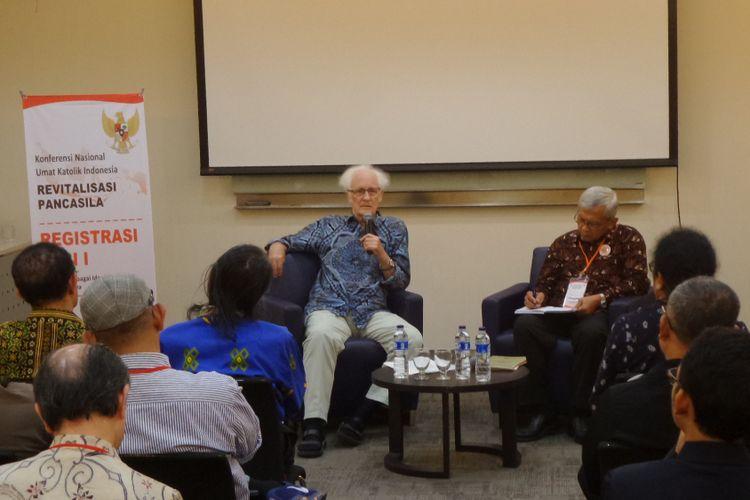 Franz Magnis Suseno menjadi pembicara dalam Konferensi Nasional Revitalisasi Pancasila yang digelar Konferensi Wali Gereja Indonesia (KWI) di Unika Atmajaya Jakarta, Sabtu (12/8/2017).