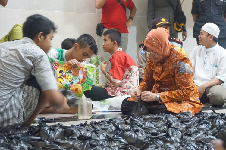 Risma packing zakat bersama remaja masjid