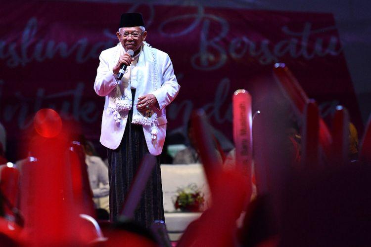 Cawapres nomor urut 01 Maruf Amin menyampaikan pidato kebangsaan dalam kegiatan Muslimah Bersatu Untuk Indonesia di Istora Senayan, kompleks GBK, Jakarta, Minggu (24/2/2019). Dalam acara yang diadakan Arus Baru Muslimah tersebut dideklarasikan dukungan untuk pasangan Capres-Cawapres nomor urut 01 Joko Widodo-Maruf Amin dalam Pemilu 2019.