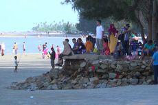 Pengunjung Padati Pantai Pasir Padi, Fasilitas Kebersihan Masih Minim