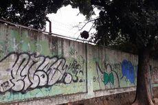 Seniman Bekasi Diizinkan Lukis Tembok Stadion Patriot Candrabaga