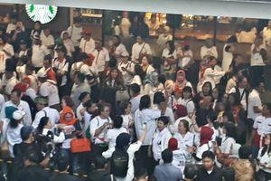 Pendukung Jokowi dan Prabowo Berbalas Yel-yel di Lokasi Debat