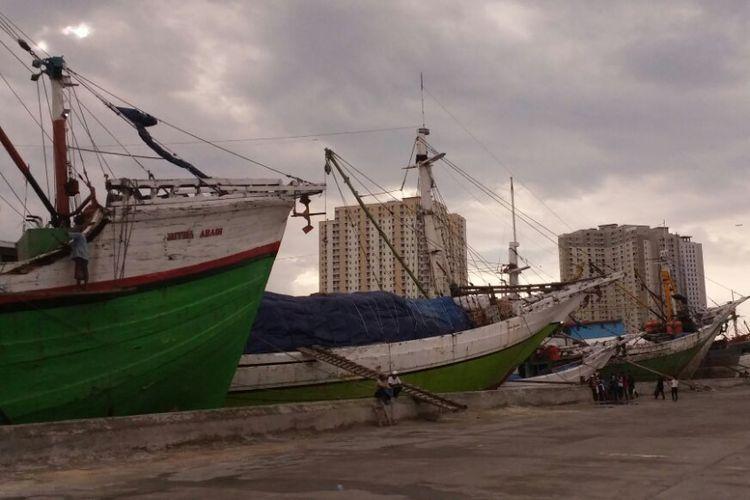 Suasana sore hari di Pelabuhan Sunda Kelapa, Jakarta Utara, Jumat (30/6/2017). Deretan kapal sedang bersandar sambil menunggu muatan barang.