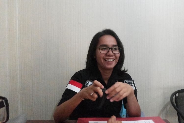 Ajun Komisaris Rosana Labobar, anggota Satuan Reserse Narkoba Polresta Depok saat ditemui, Jumat (14/7/2017). Perempuan yang akrab disapa Ocha ini adalah anggota Tim Gabungan Satuan Tugas Merah Putih yang menggagalkan upaya penyelundupan sabu dari China melalui  Dermaga eks Hotel Mandalika di Jalan Anyer Raya, Serang, Banten, Kamis (13/7/2017) kemarin.