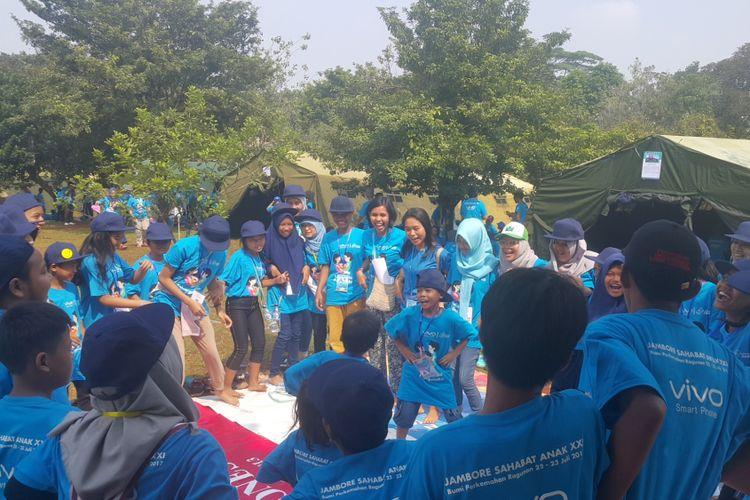 Anak-anak marjinal mengikuti kegiatan Jambore Sahabat Anak XXI di Bumi Perkemahan Ragunan, Jakarta Selatan, Sabtu (22/7/2017).