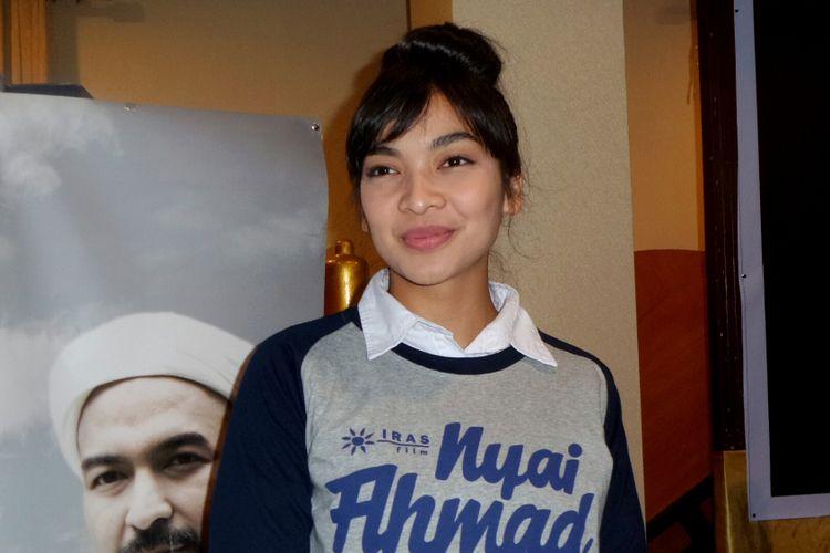 Artis peran Tika Bravani dalam jumpa pers film Nyai Ahmad Dahlan di kawasan Mampang, Jakarta Selatan, belum lama ini.