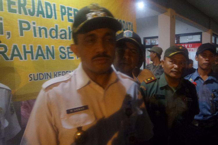 Wakil Wali Kota Jakarta Timur M Anwar saat melakukan operasi bina kependudukan di Jakarta Timur