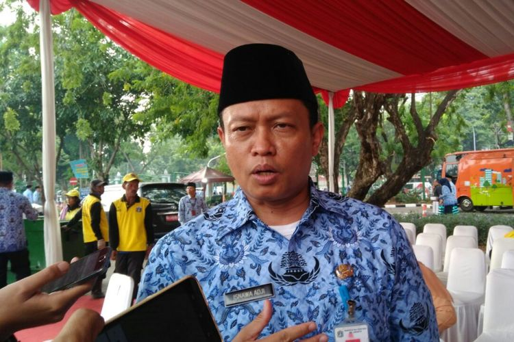 Kepala Dinas Lingkungan Hidup DKI Jakarta Isnawa Adji di Lapangan IRTI, Kawasan Monas, Jakarta Pusat, Selasa (19/9/2017).