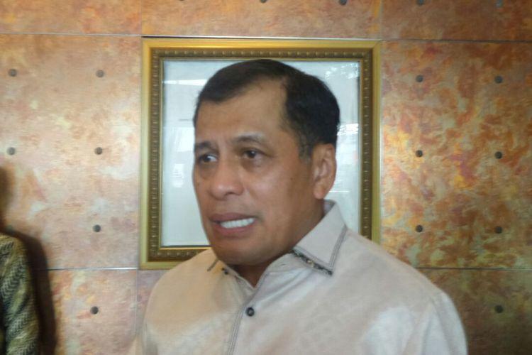 Ketua Harian DPP Partai Golkar, Nurdin Halid di sela Rakornis Partai Golkar di Menara Peninsula, Slipi, Jakarta Barat, Jumat (29/9/2017).