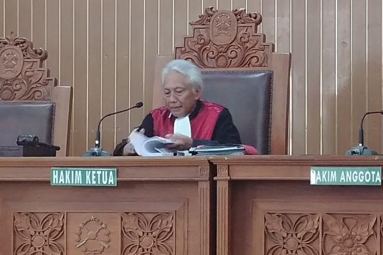 Hakim Praperadilan Cepi Iskandar membacakan putusan praperadilan Setya Novanto di PN Jakarta Selatan, Jumat (29/9/2017).
