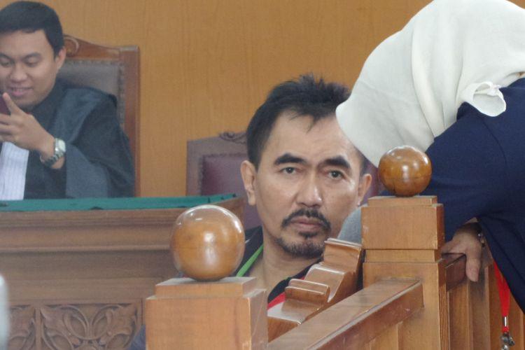Gatot Brajamusti dalam sidang di Pengadilan Negeri Jakarta Selatan, Selasa (31/10/2017).