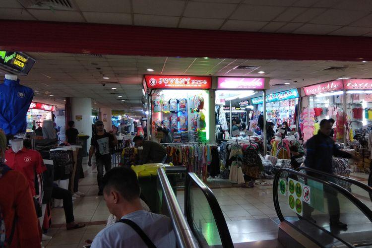 Suasana Pasar Tanah Abang Blok A, Jakarta, Kamis (9/11/2017).