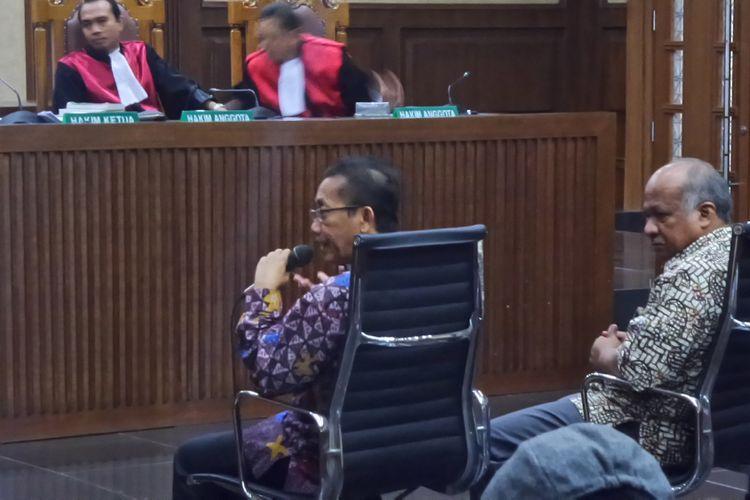 Mantan Deputi Pengawasan Bidang Penyelenggaraan Keuangan Daerah (BPKP) Iman Bastari (kiri), bersaksi di Pengadilan Tipikor Jakarta, Jumat (10/11/2017).