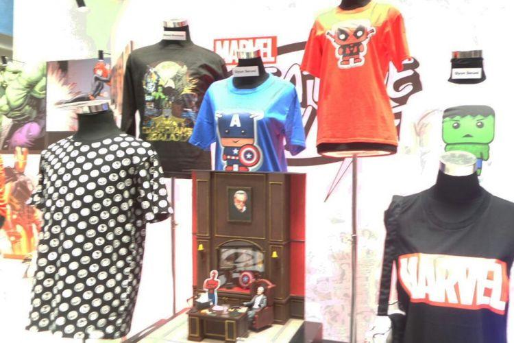 Beberapa produk kerjasama Marvel dan desainer lokal Indonesia dipamerkan pada acata Marvel Creative Day Out di Binus University, Jakarta Barat, Jumat (12/1/2018).