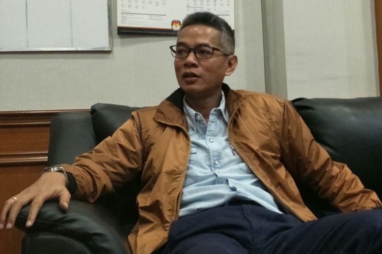 Komisioner KPU RI, Wahyu Setiawan ketika ditemui di kantornya, Jakarta, Rabu (21/2/2018).