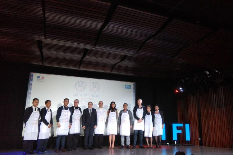 Duta Besar Perancis untuk Indonesia dan Timor Leste, Jean-Charles Berthonnet bersama perwakilan restoran-restoran yang berpartisipasi dalam acara Good France.