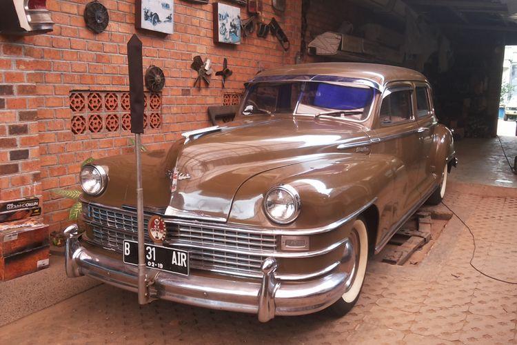 Chrysler Windsor yang pernah digunakan Presiden Soekarno sebagai kendaraan dinasnya saat disimpan di Hauwkes Auto Gallery. Kemang, Jakarta Selatan, Senin (12/3/2018).(Kompas.com/Alsadad Rudi)