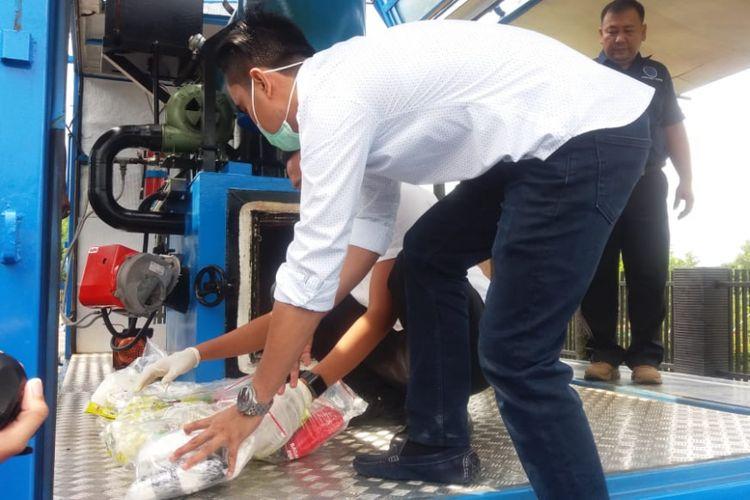 Badan Narkotika Nasional Provinsi (BNNP) Kepulauan Riau (Kepri) melakukan pemusnahan barang bukti Narkotika jenis Sabu seberat 19.075 gram atau 19 Kg dari 6 kasus peredaran gelap Narkoba jaringan sindikat narkotika yang terjadi di Wilayah Kepri.