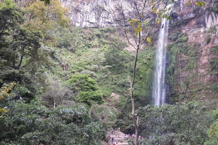 Coban Rondo atau air terjun janda di Kecamatan Pujon, Kabupaten Malang, Selasa (10/7/2018)