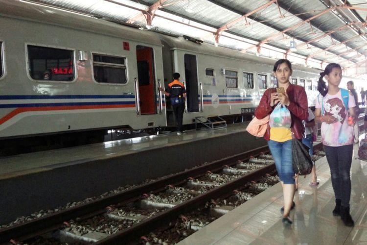 Suasana di Stasiun Kereta Api Jombang, Jawa Timur, Sabtu (11/8/2018).