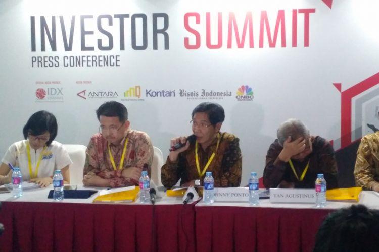 Direksi PT Salim Ivomas Pratama (SIMP) Tbk memaparkan kinerja perusahaan dalam public expose di gedung Bursa Efek Indonesia, Jakarta, Rabu (29/8/2018).