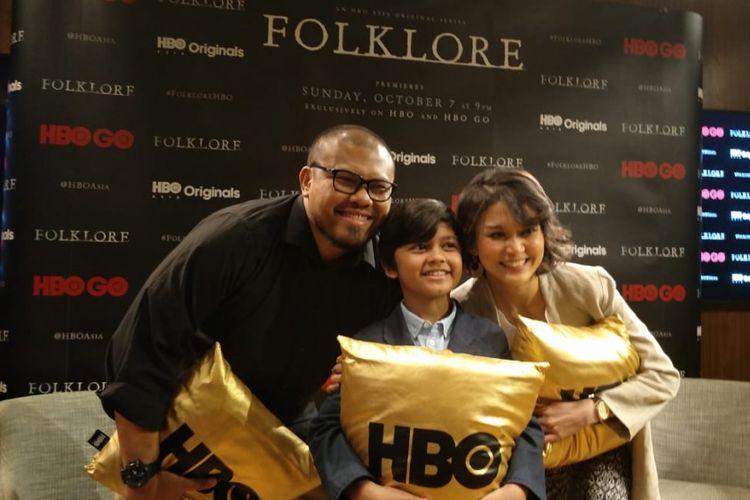(dari kiri) Joko Anwar, Muzakki Ramdhan dan Marissa Anita saat peluncuran serial original horor Folklore: A Mothers Love di Grand Hyatt, Thamrin, Jakarta Pusat, Jumat (14/9/2018).
