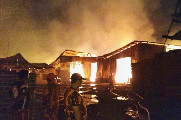 Lebih Dari 12 Jam Api Melahap Pabrik Kayu Di Cilacap Kompas Com