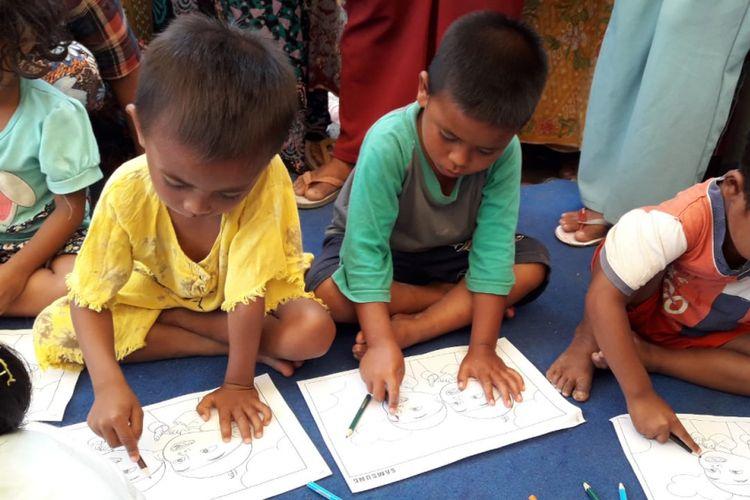 Anak-anak Dusun Lekok mengikuti aktivitas edukasi di trauma healing center Posko Samsung Peduli Lombok.