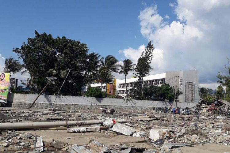 Kondisi terkini di Pantai Talise, Palu, Sulawesi Tengah, pascagempa yang mengguncang wilayah tersebut, Jumat (28/9/2018).