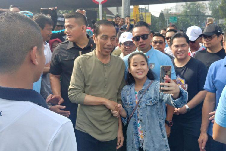 Presiden Joko Widodo menghadiri lokasi car free day di Jalan Ir Juanda, Bandung, Minggu (11/10/2018) pagi. Jokowi dan rombongan tiba di lokasi sekitar pukul 08.00 WIB.