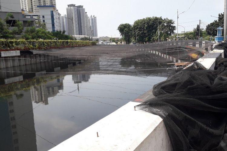 Kondisi Kali Sentiong atau Kali Item di kawasan Sunter, Jakarta Utara, Selasa (27/11/2018).