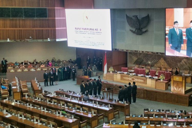 Suasana Rapat Paripurna ke-9 masa persidangan II di Kompleks Parlemen, Senayan, Jakarta, Senin (3/12/2018).