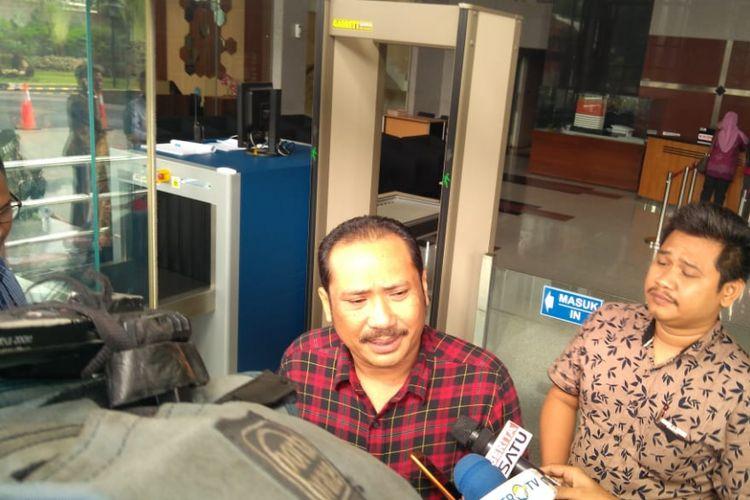 Wakil Ketua DPRD Kabupaten Bekasi Jejen Sayuti di Gedung Merah Putih KPK, Jakarta, Jumat (25/1/2019)