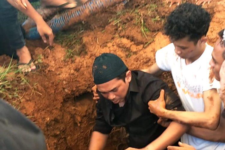 Pemakaman jenazah artis peran Saphira Indah di TPU Budi Darma, Jakarta Utara, Kamis (31/1/2019) siang.