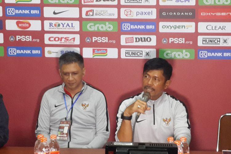Pelatih Timnas U-22 Indra Sjafri saat konferensi pers usai ujicoba lawan Arema FC di Stadion Kanjuruhan, Kabupaten Malang, Minggu (10/2/2019)