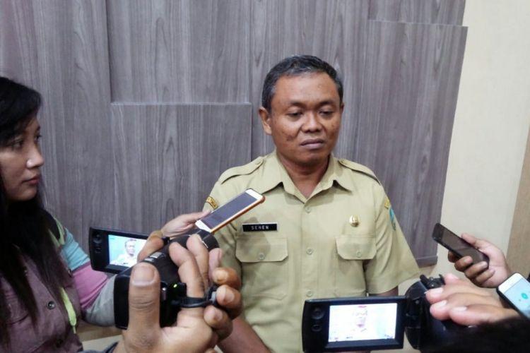 Senen, Kepala Badan Kepegawaian Daerah Pendidikan dan Pelatihan (BKDPP) Jombang, saat memberikan keterangan terkait perekrutan Pegawai Pemerintah dengan Perjanjian Kerja (PPPK) di kantornya, Senin (11/2/2019).
