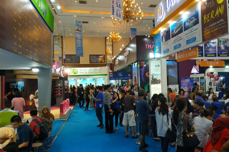 Suasana pameran wisata Astindo Travel Fair di Jakarta Convention Center, Jakarta, Jumat (22/2).