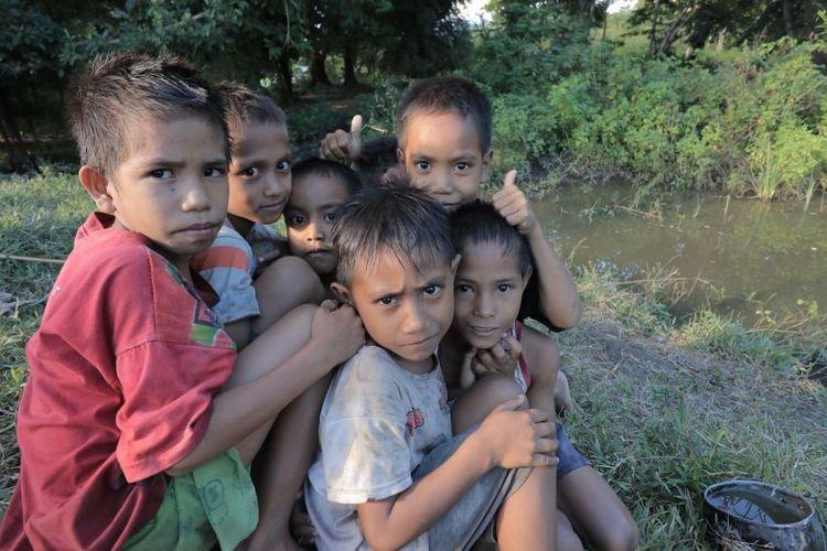 Anak-anak di Pulau Salura.