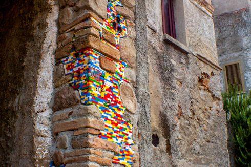Seniman Jerman Renovasi Gedung dengan Lego
