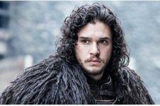 Kit Harington Simpan Sebuah Properti Shooting Game of Thrones untuk Kenang-kenangan