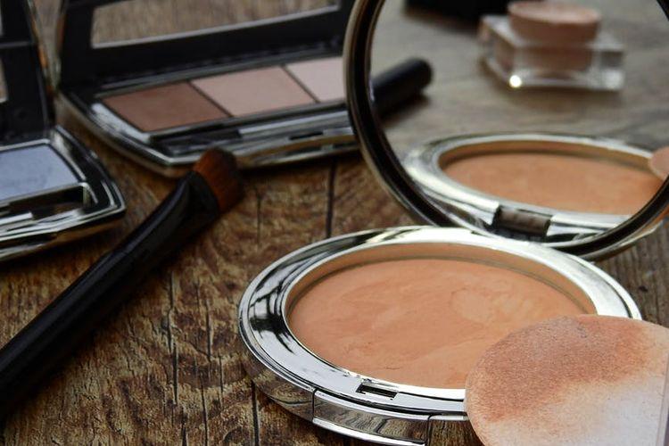 Ilustrasi alat kosmetik.