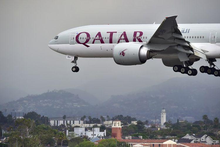 Pesawat milik Qatar Airways saat akan mendarat di Los Angeles, Amerika Serikat.