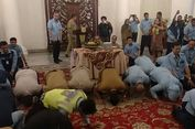 Penumpang Transjakarta 500.000 per Hari, Anies-Sandi Sujud Syukur dan Potong Tumpeng