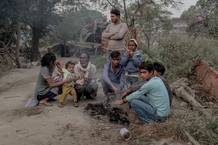 Para pekerja migran yang hidup di sekitar lokasi konstruksi