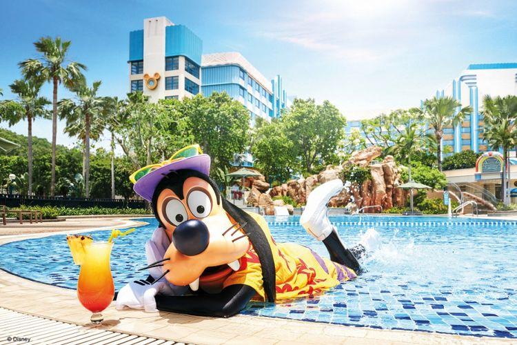 Karakter Goofy berpose di area Hong Kong Disneyland Resort (HKDL).